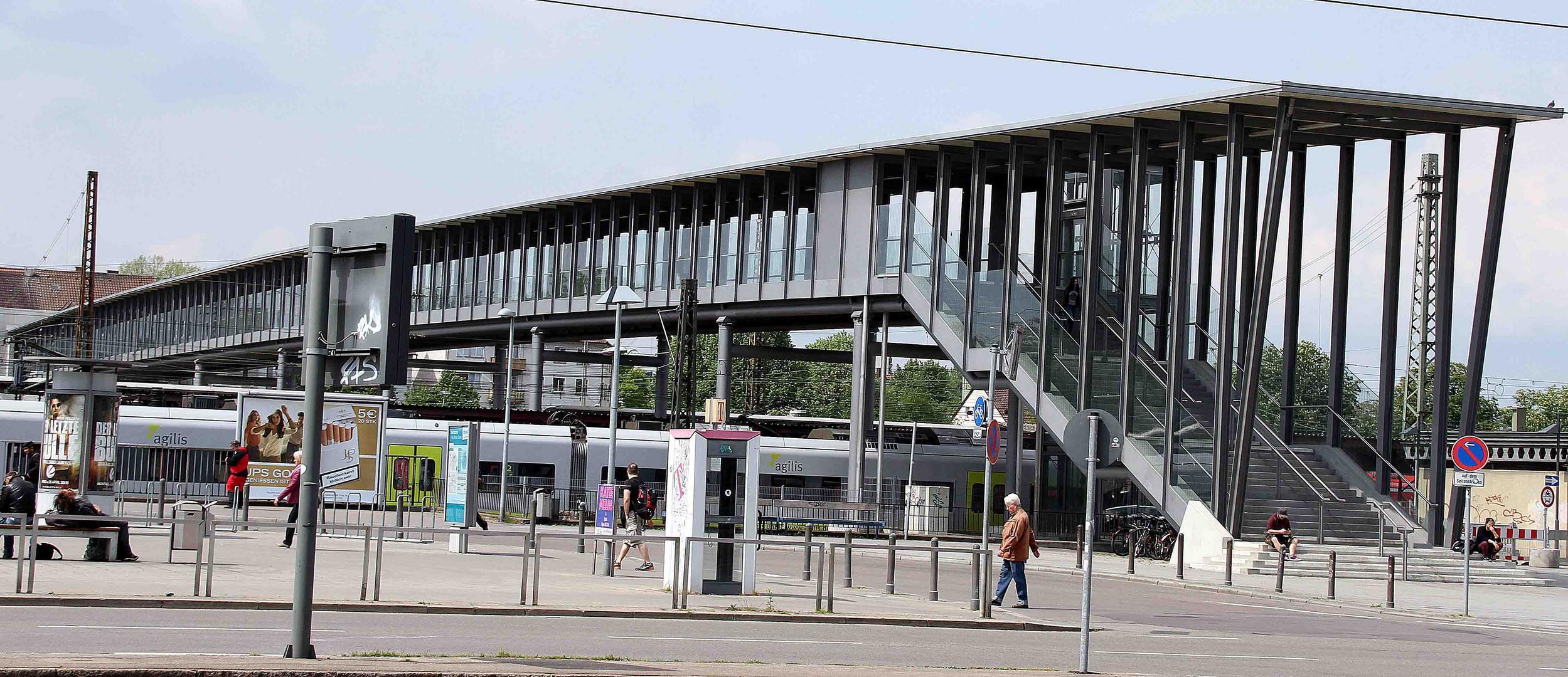 Neuer Bahnhofssteg am Ulmer Hauptbahnhof