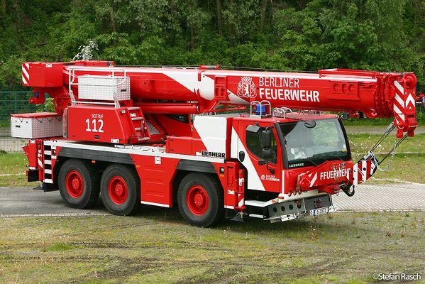 Neuer Feuerwehrkran der BERLINER FEUERWEHR - LIEBHERR LTM 1050-3.1