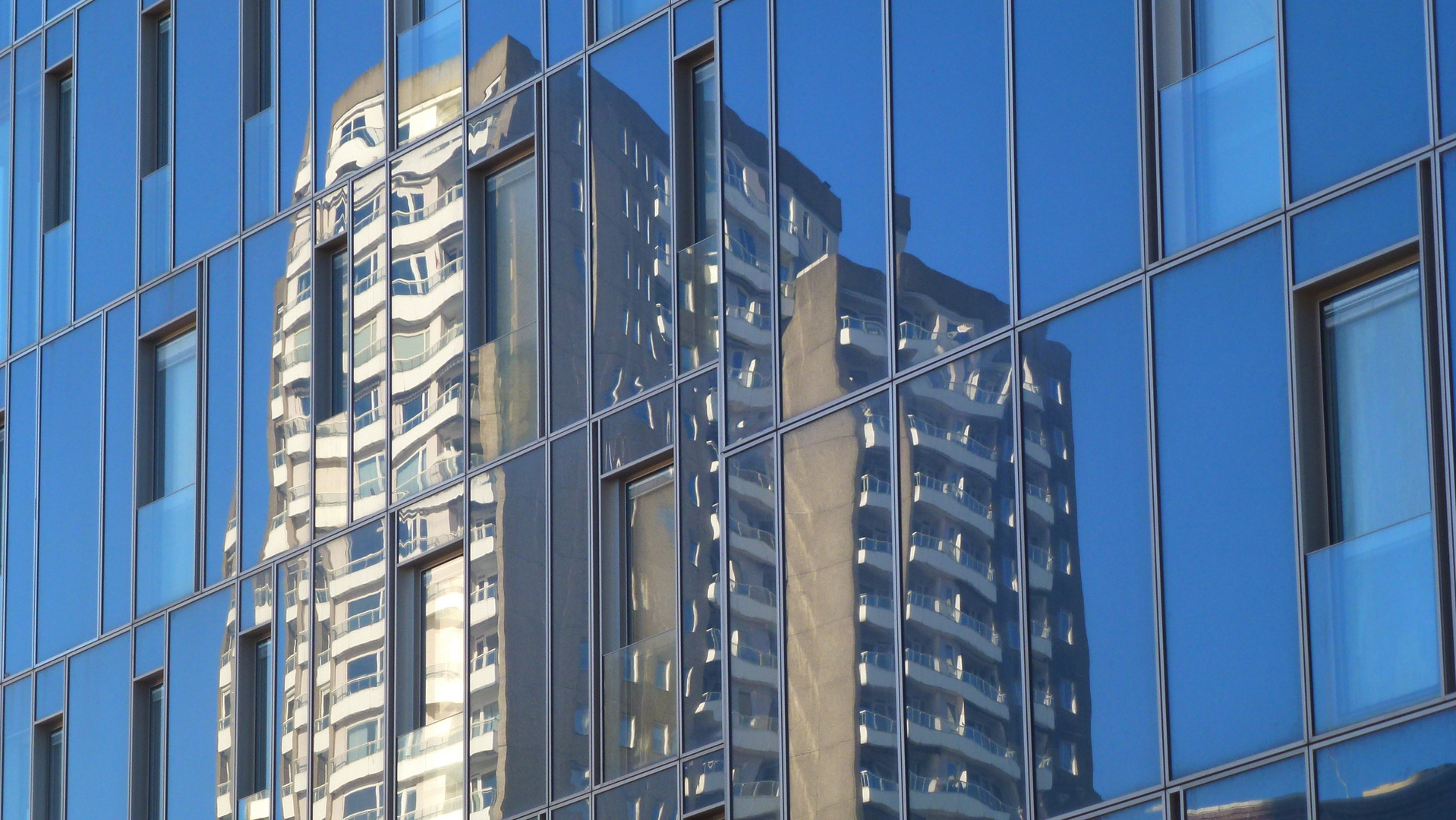 Neuer Glasturm am Fischmarkt