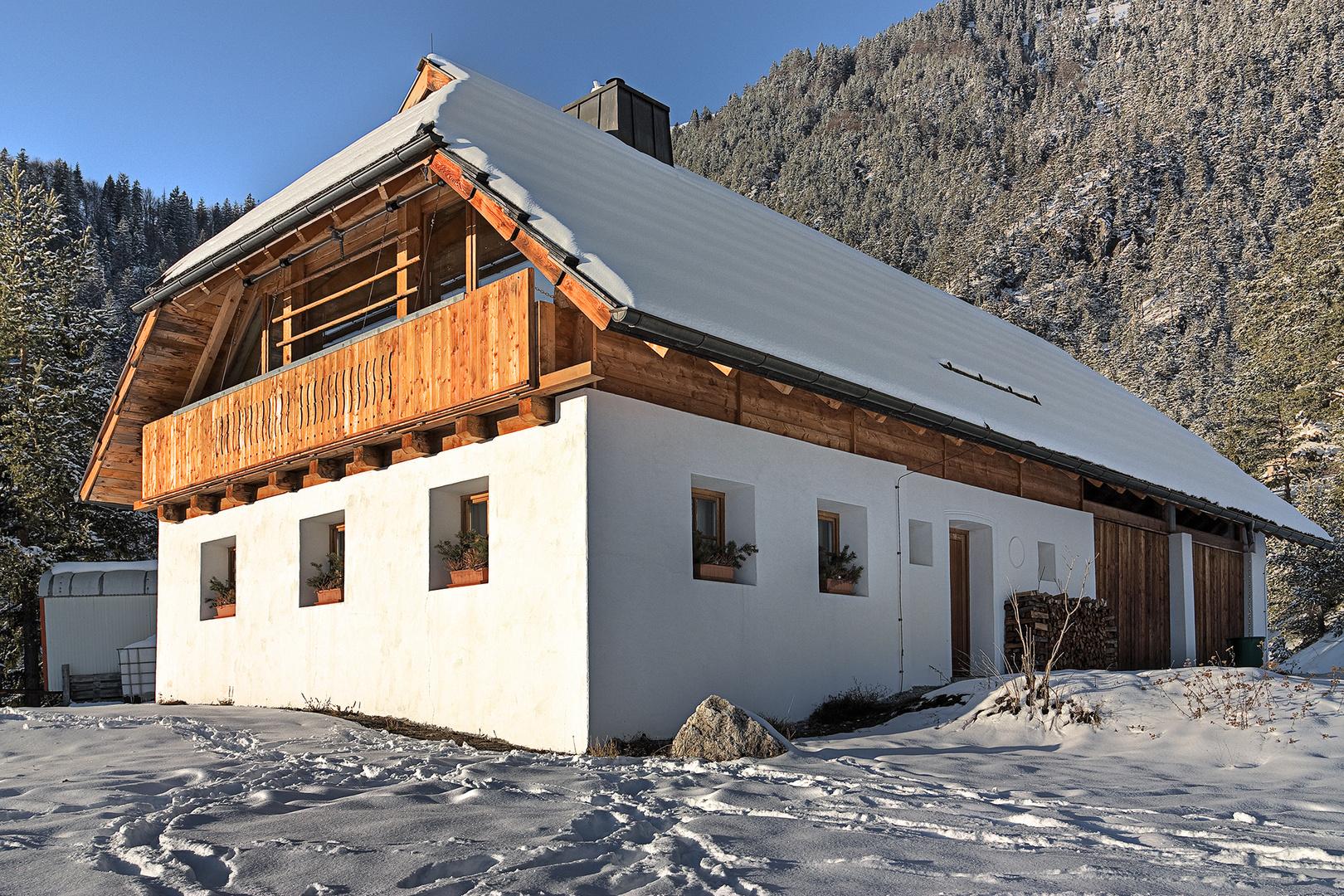 Neues altes Bauernhaus im Winterschlaf