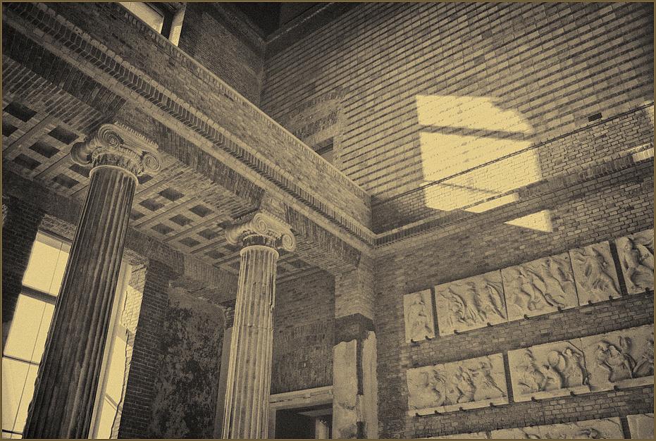 neues museum /ägytisches museum  treppenhalle