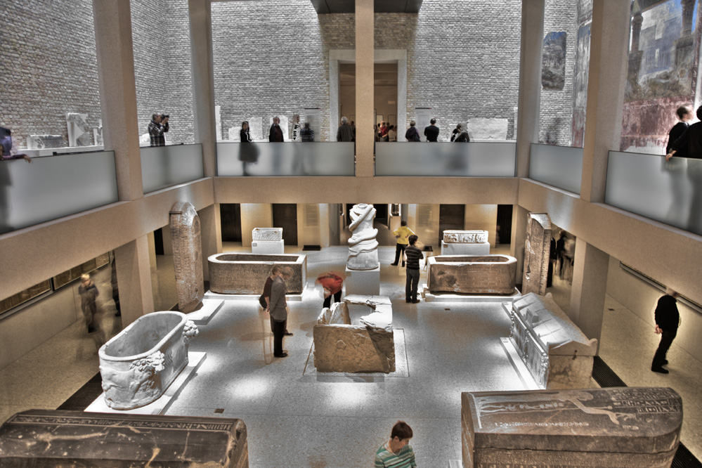 neues museum berlin sarkophage im tiegeschoss hdr foto. Black Bedroom Furniture Sets. Home Design Ideas