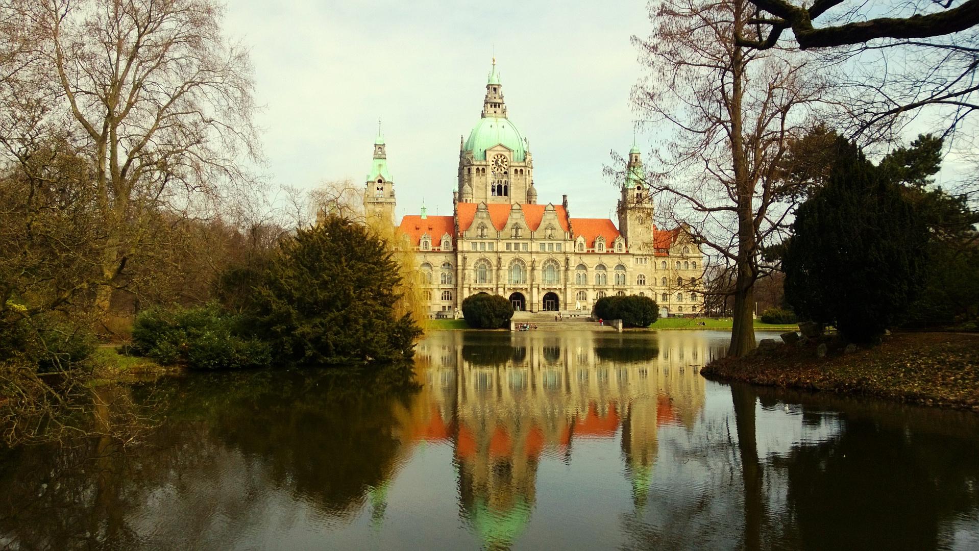 Neues Rathaus Hannover am Frühlingsanfang