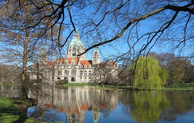 Neues Rathaus Hannover im Frühling