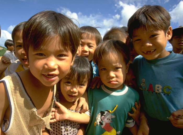Neugierde - Kinder in  Vietnam