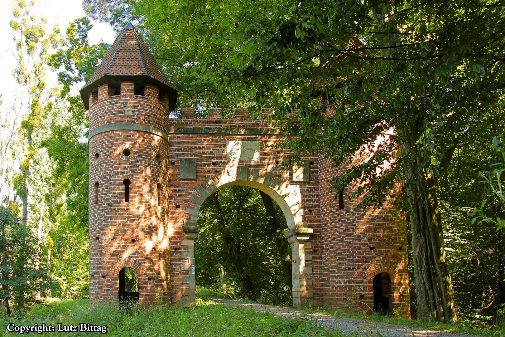 Neugotisches Burgtor am Sieglitzer Berg