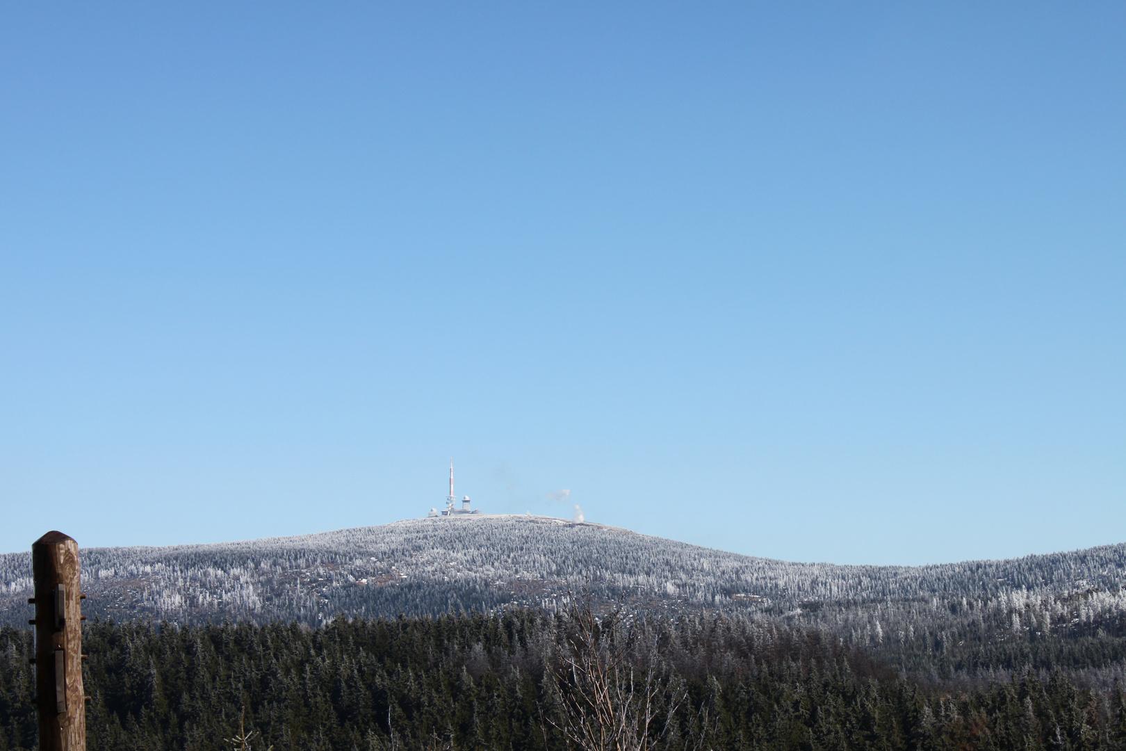 Neulich im Harz (Brocken mit Qualm der Brockenbahn)