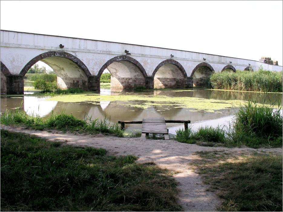 Neunbogenbrücke in der Puszta