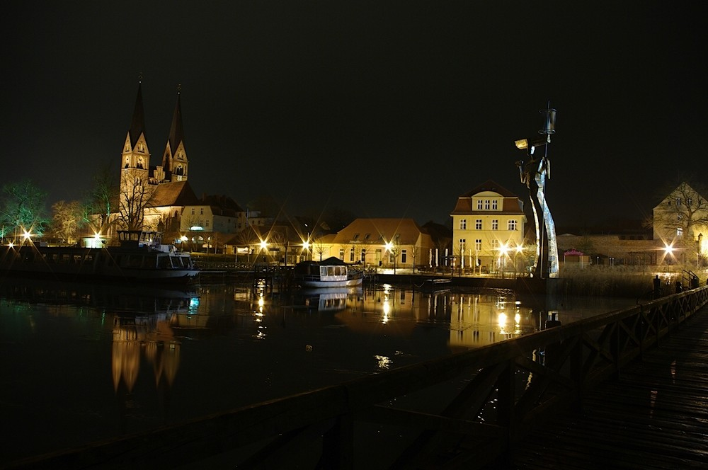 Neuruppin bei Nacht oder Parzival und die Kolosterkirche