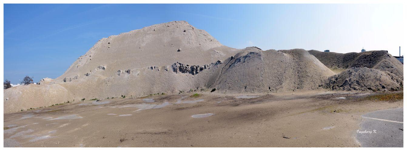 Neuss - Hafenbecken - Wüste oder Vorratsspeicherung