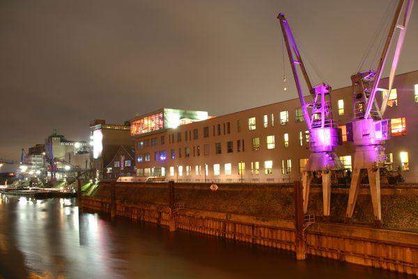Neusser Hafen bei Nacht
