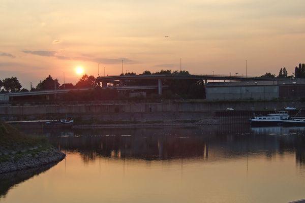Neusser Hafenbecken