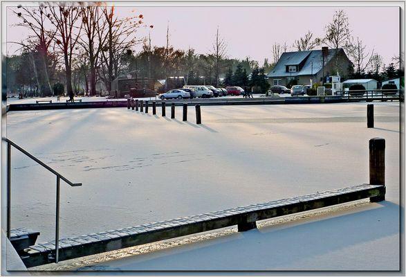 Neustrelitz-Zugefrorener Hafen