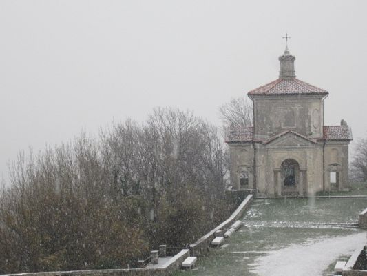 Neve come zucchero a velo al Sacro Monte di Varese