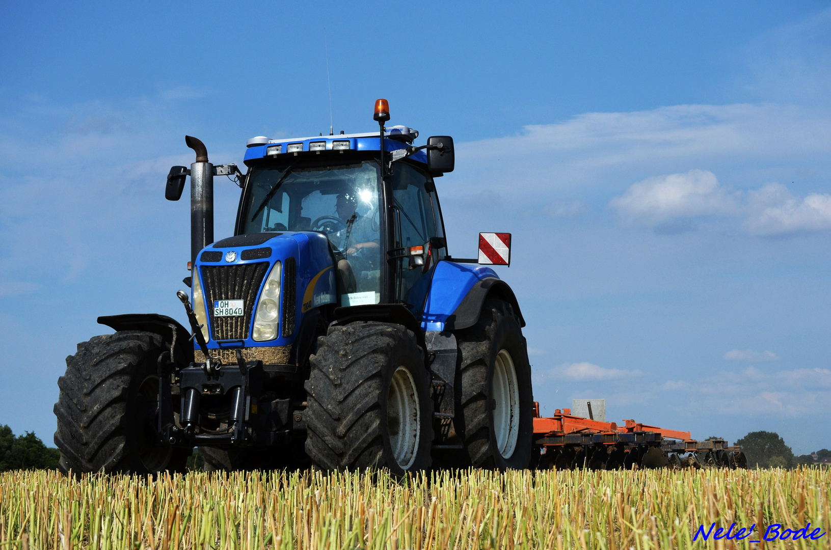New Holland bei der Bodenbearbeitung
