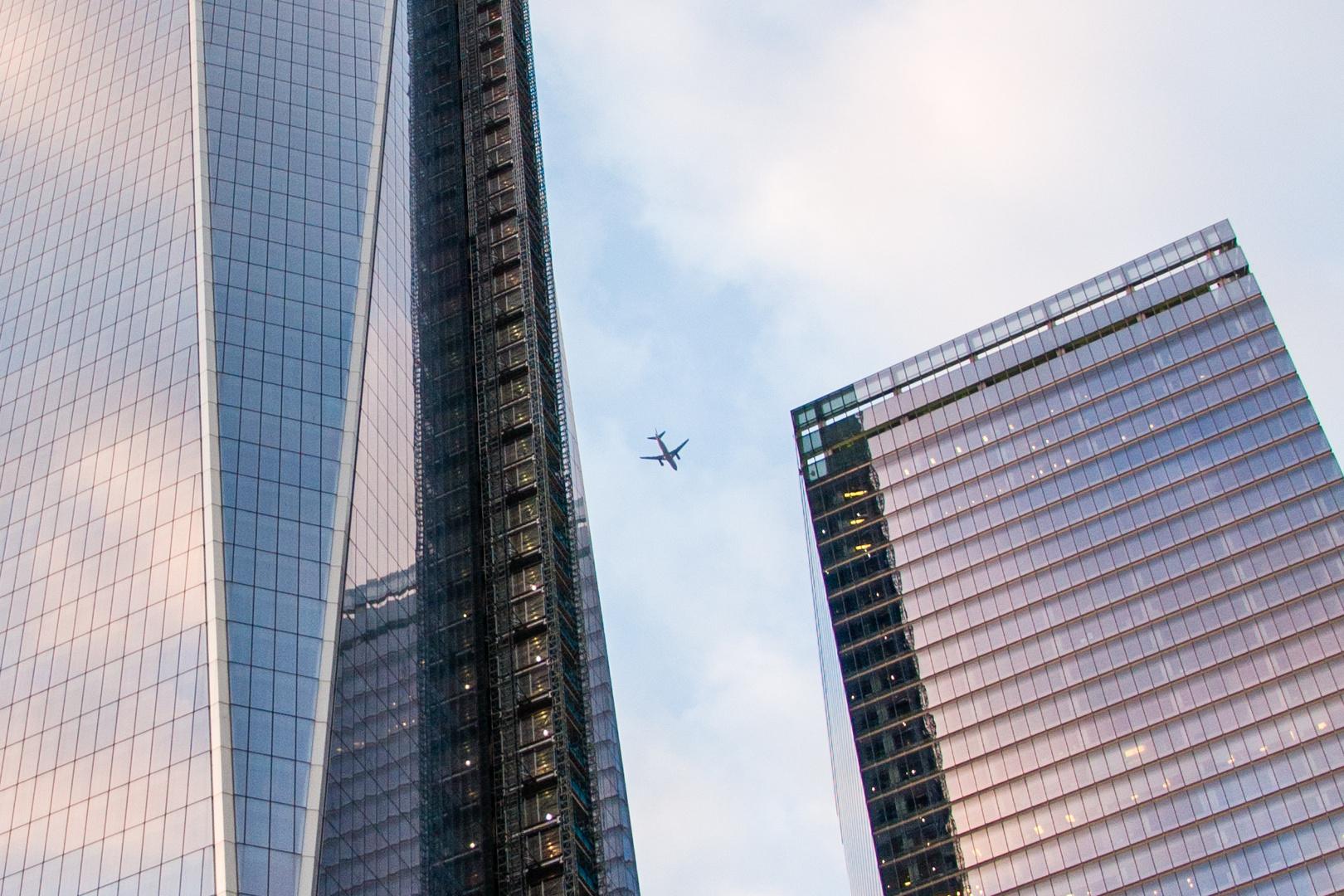 New World Trade Center mit Flugzeug
