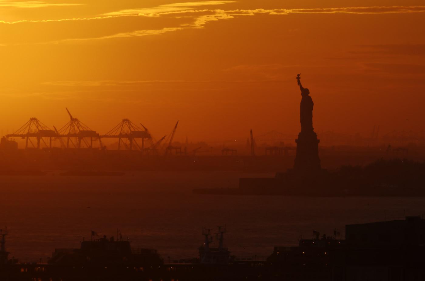 New York - Statue of Liberty from the Brooklyn Bridge