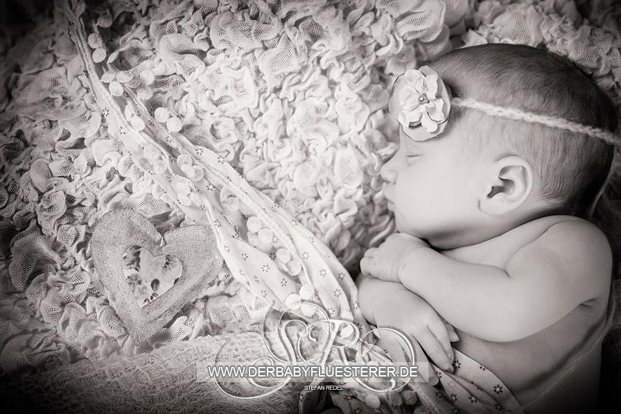 Newborn Leonie, 8 Tage | (Babyfotograf Calw)