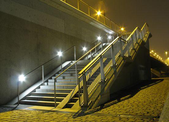 Nibelungenbrücke zu Regensbur bei Nacht