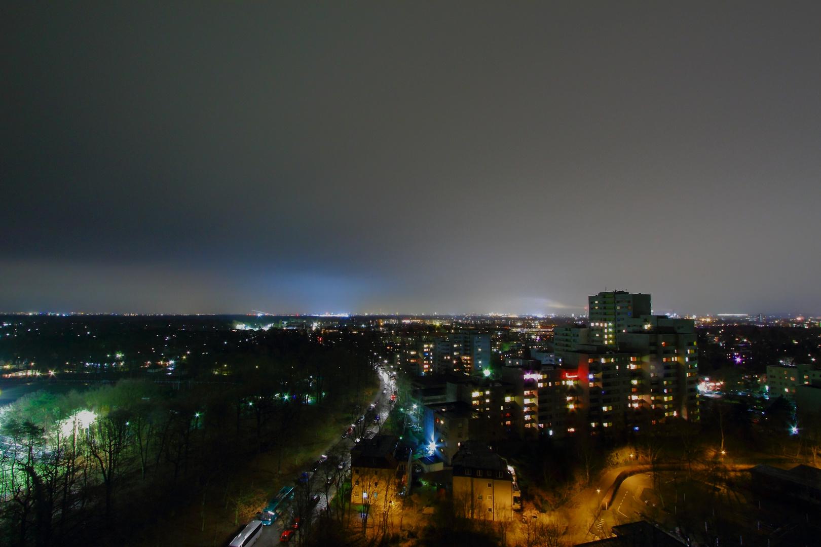 Nicht Manhatten, auch nicht Mainhatten.. sondern nur die Skyline von Hakenfelde bei Nacht