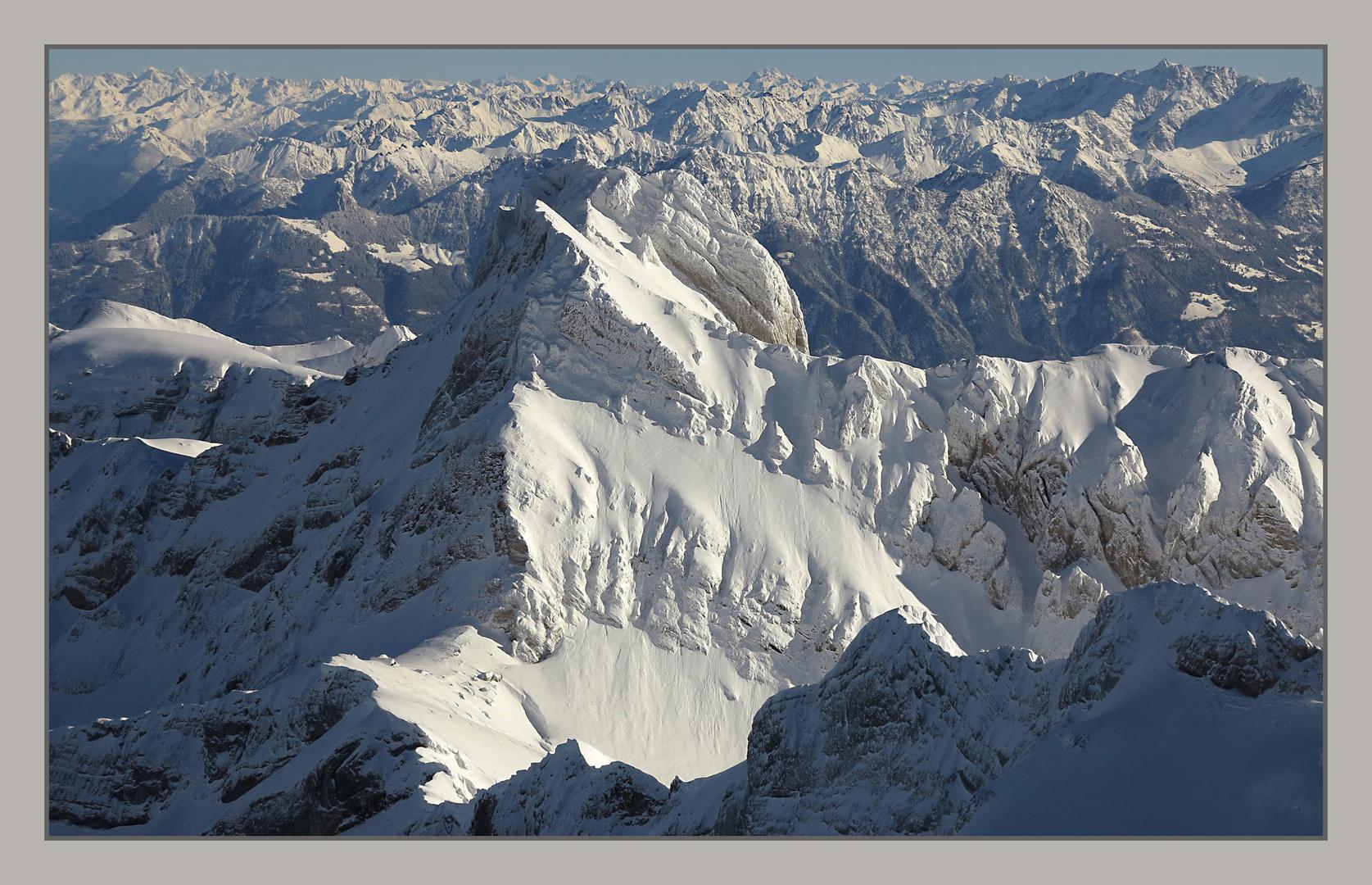 nichts als weissgezuckerte Berge...