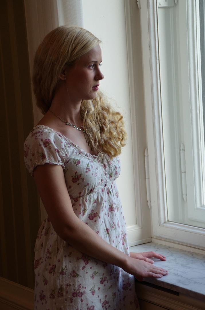 Nicole am Fenster 3