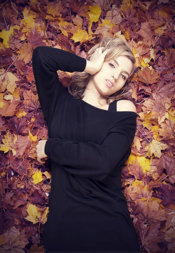 Nicole im Herbst