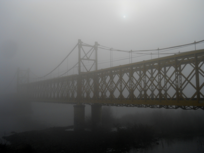 Niebla en el puente Cautín