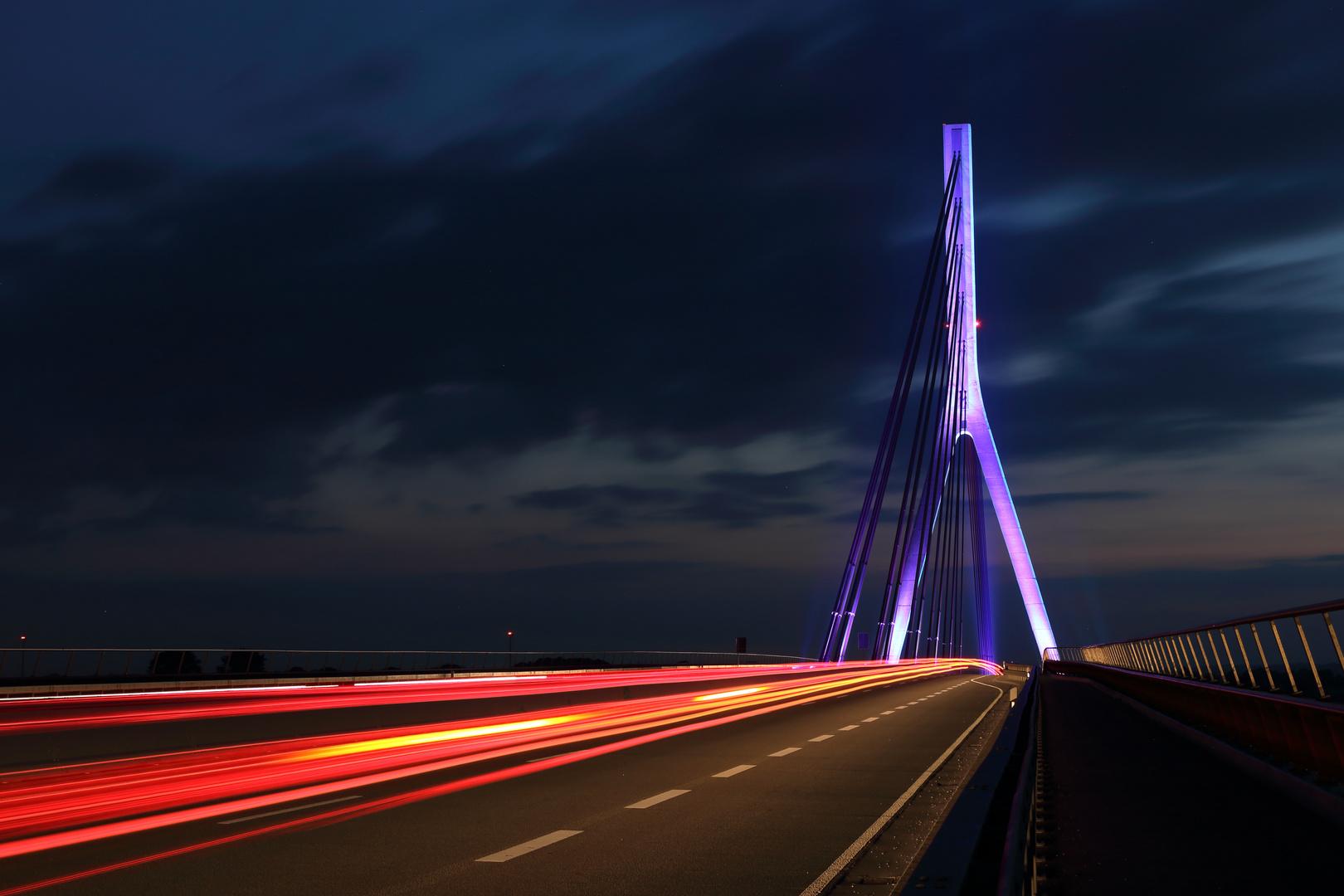 Niederrheinbrücke Wesel bei Nacht