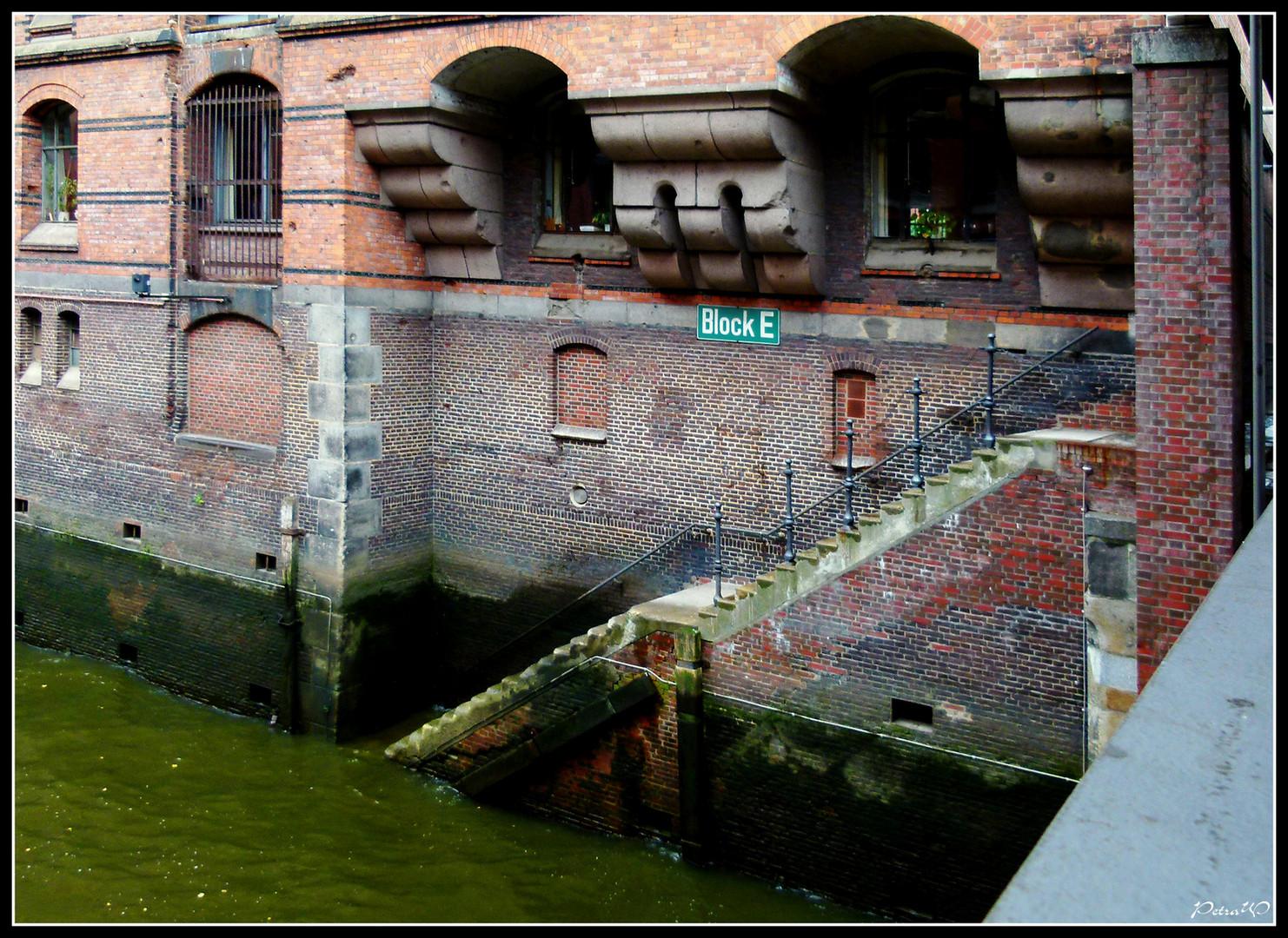 Niedrigwasser in der Speicherstadt