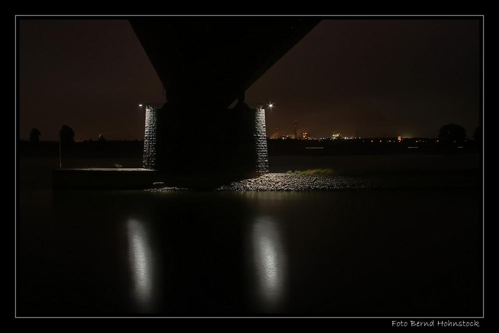 Niedrigwasser Rhein bei Krefeld ..