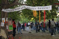 NIEMAND MAUER bauen - Stuttgart K21 Park Okt2010