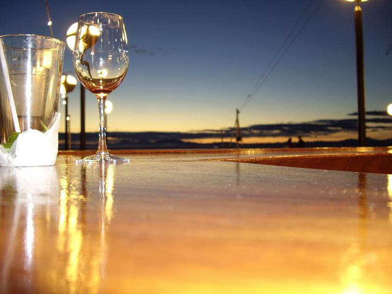 Night falls on the bar