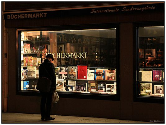 Nighthawk goes books