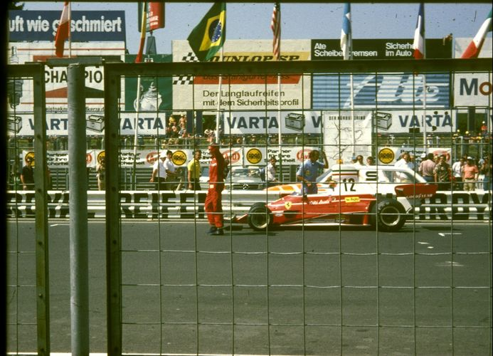 NIKI LAUDA 1975 POLE AM NÜRBURGRING