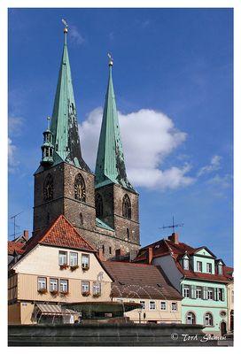 Nikolai-Kirche und Mathilden-Brunnen