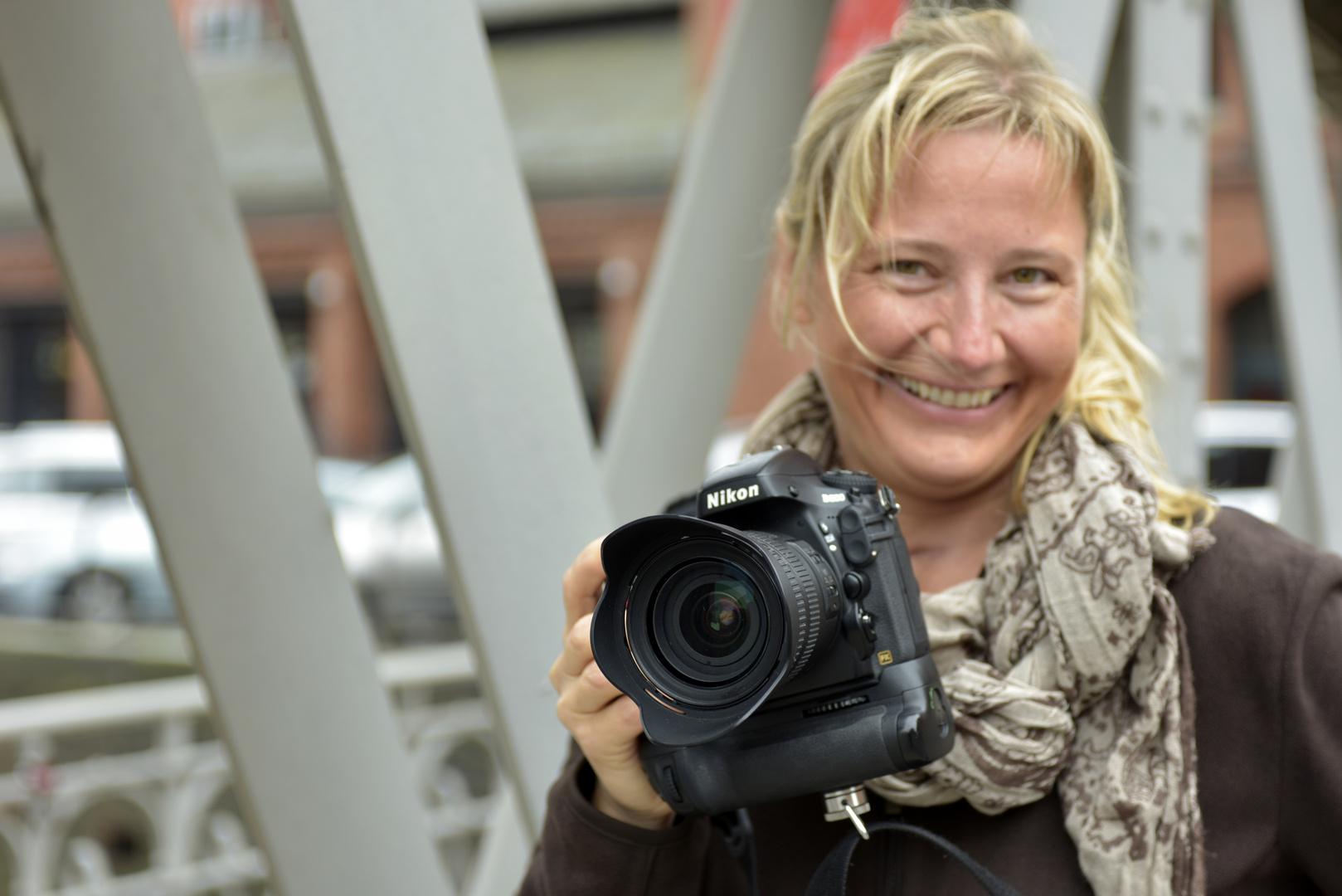 """""""Nikon"""" und die Fotografin ..."""