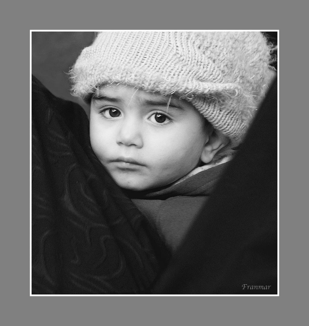 Niño sirio de triste mirada