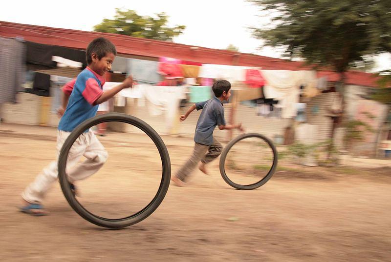 niños jornaleros jugando
