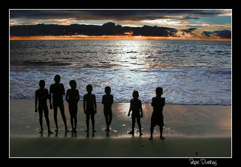 Niños Ndowé - Playas de Tica - Guinea Ecuatorial