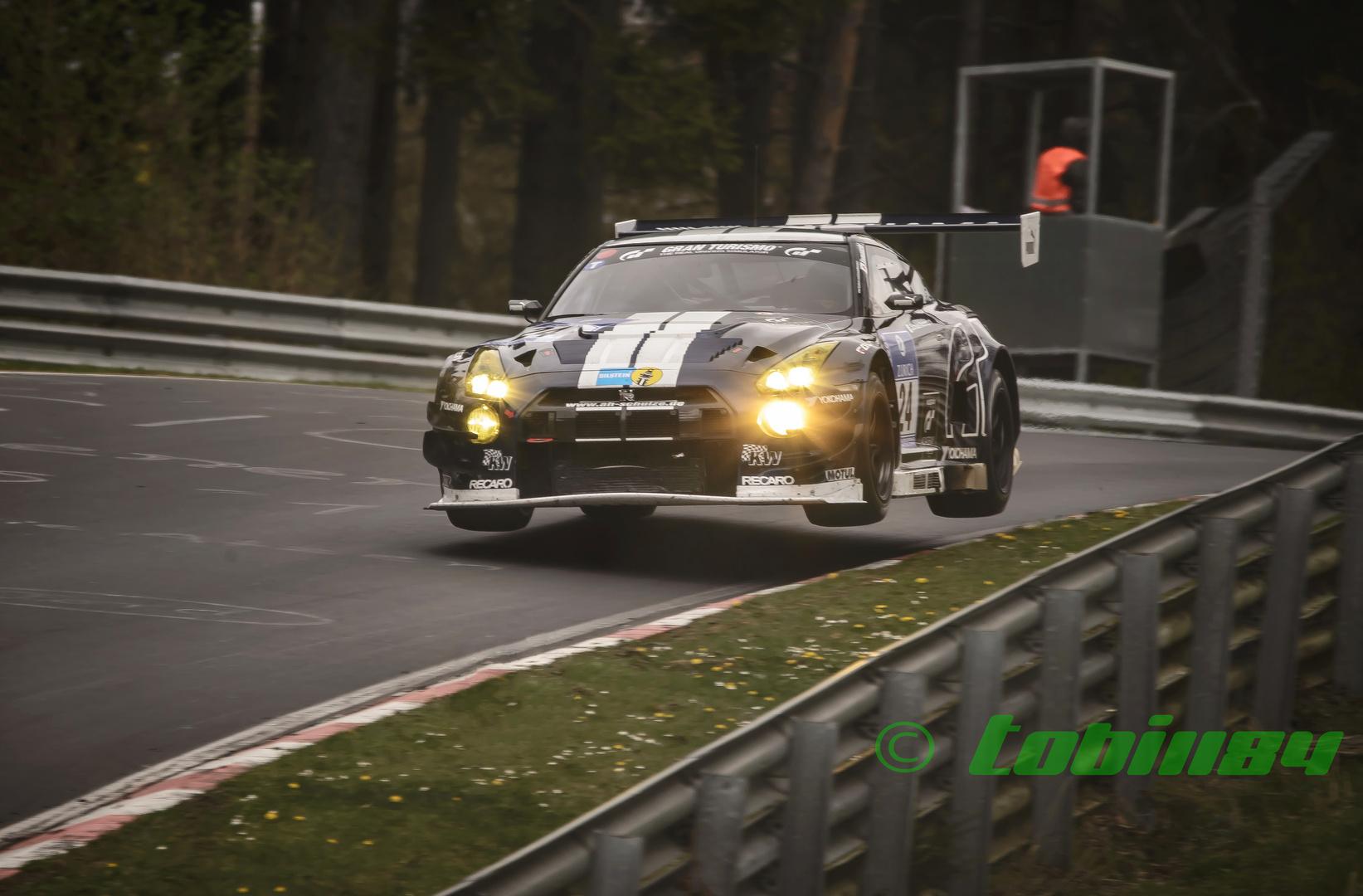 Nissan GTR von Schulze Motorsport übt fliegen !