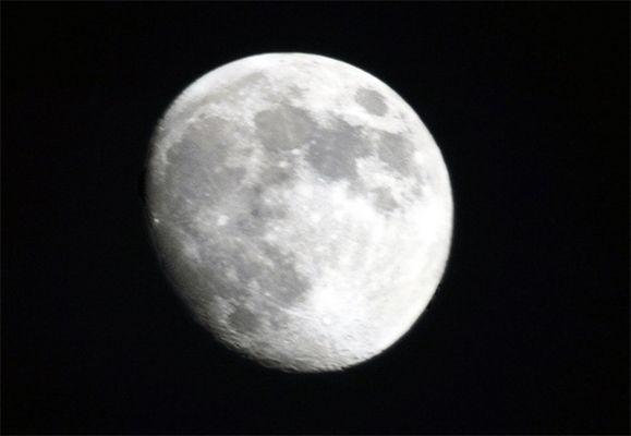noch ein fast voller Mond