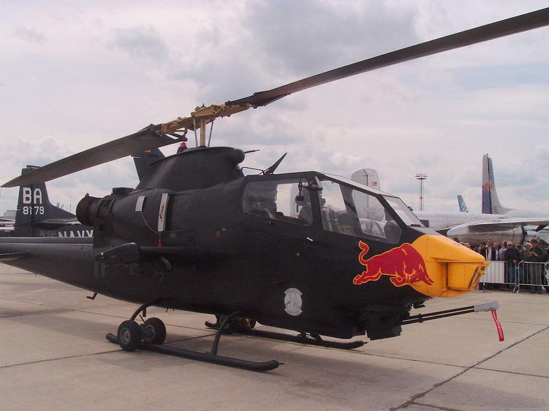 Noch ein Indianer mit Büffel??Entmilitarisierte Version von na wem??(AH-1 Huey Cobra)