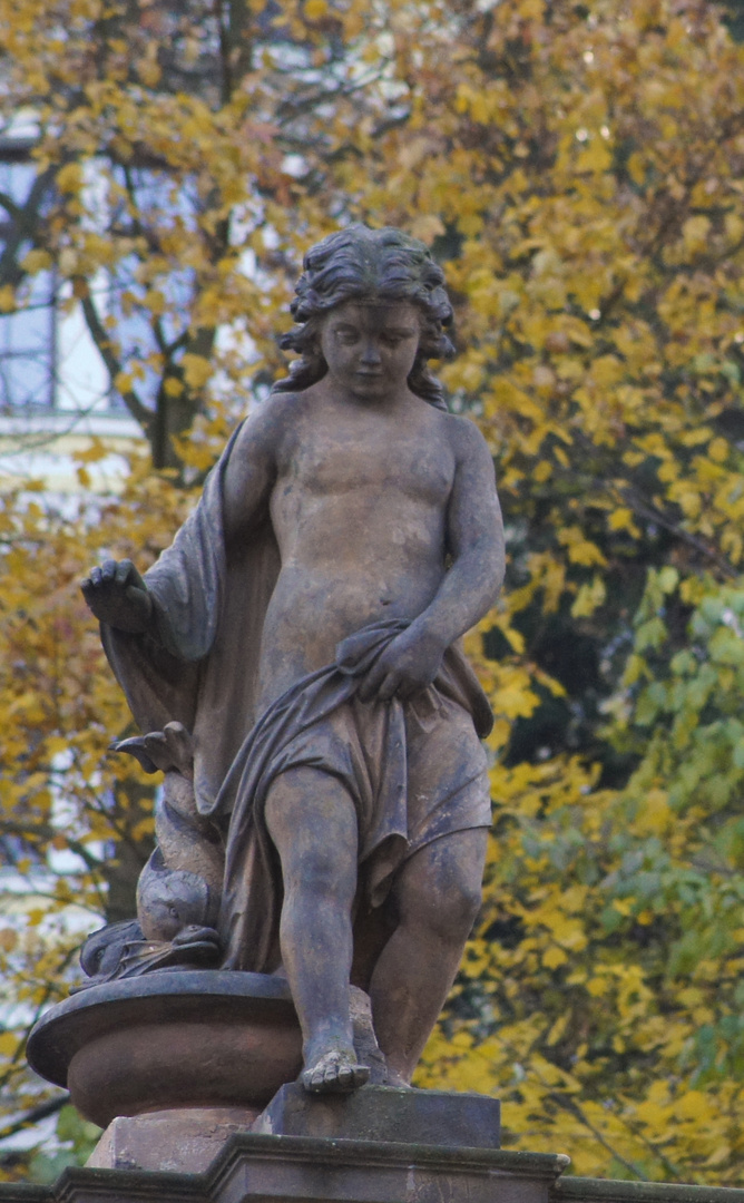 noch eine Statue auf dem Dach der Kolonaden in Karlsbad