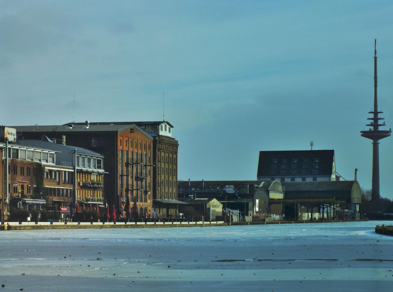 Noch einmal der Hafen im Eis / Winter Januar 2012