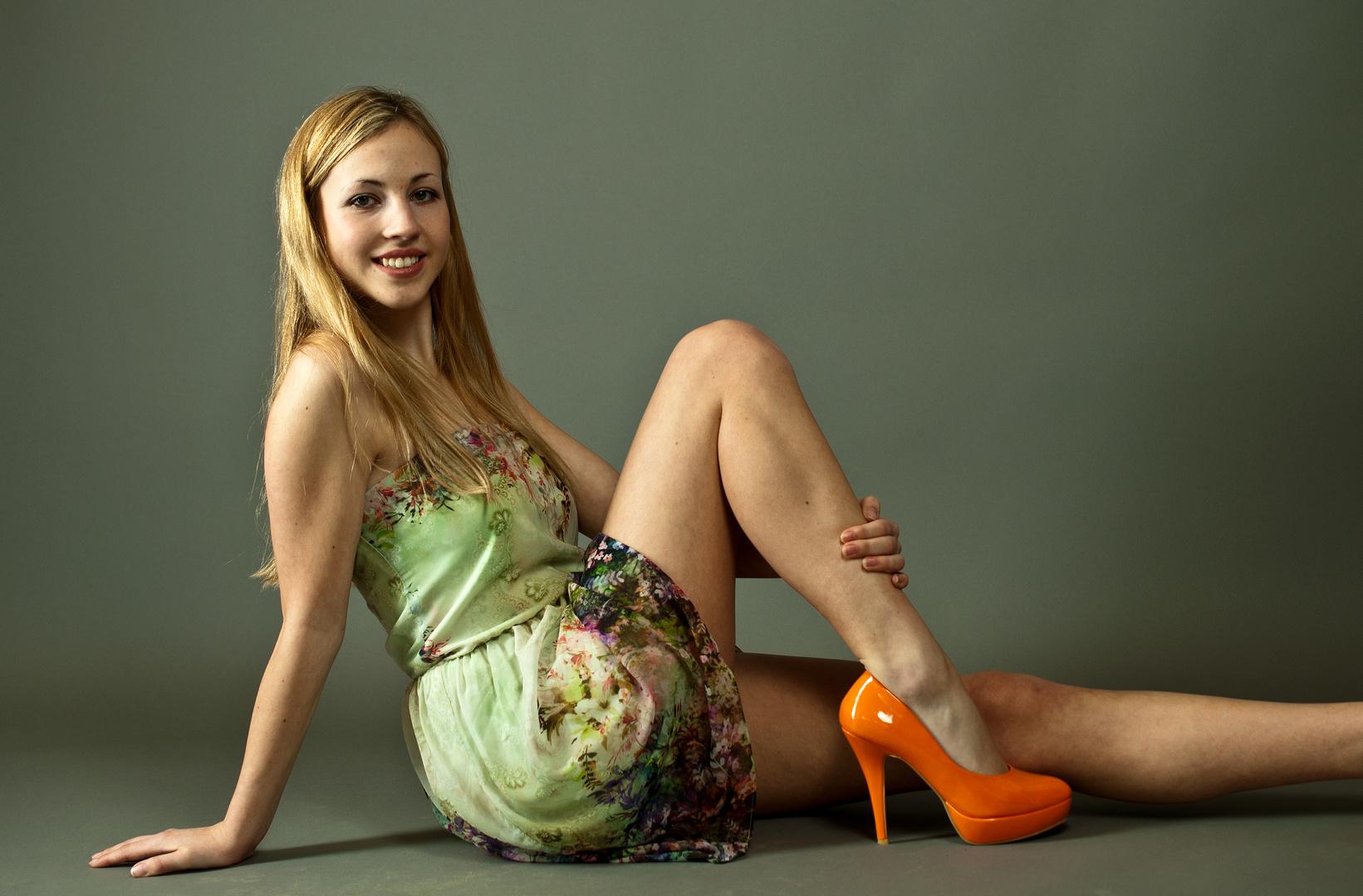 noch nie sah ich orange high heels
