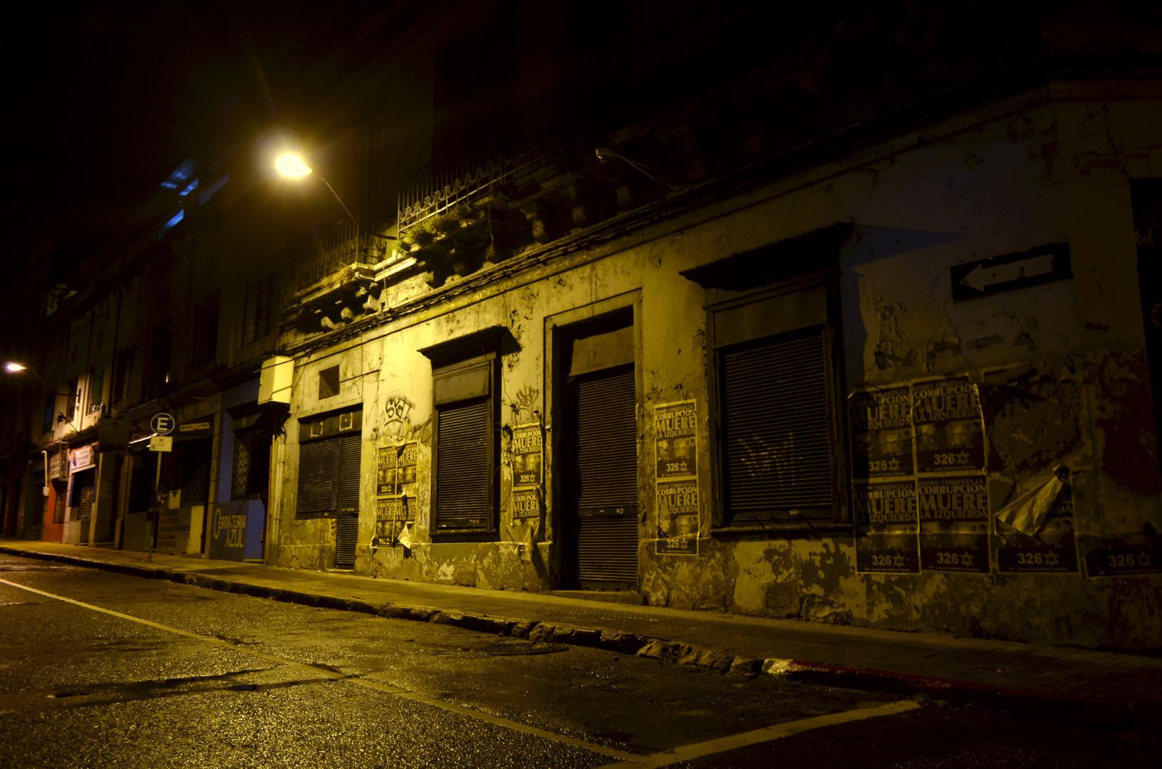 NOCHE EN LA CIUDAD VIEJA (Montevideo, Uruguay) Imagen