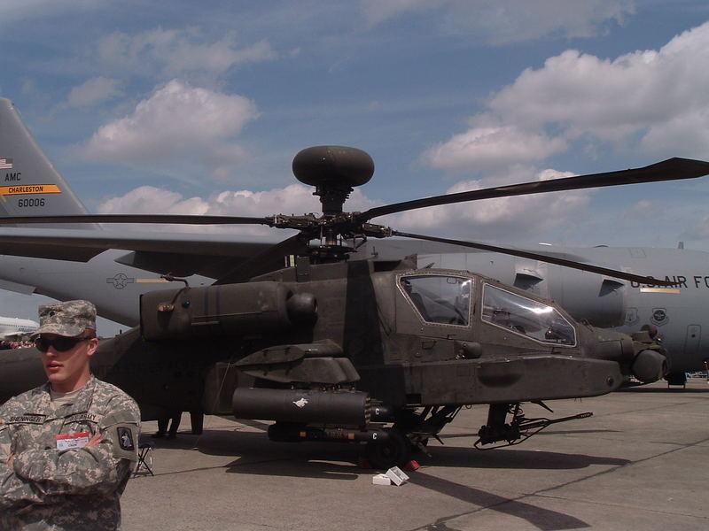 Nochmal Apache von der Seite ILA 2006