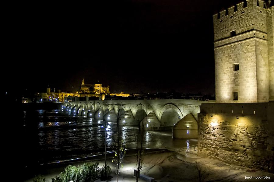 Nocturna del Puente Romano y la Mezquita