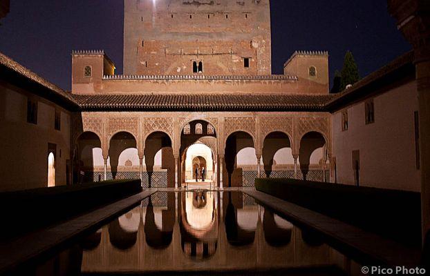 Nocturna en el Patio de los Arrayanes (Alhambra) Granada